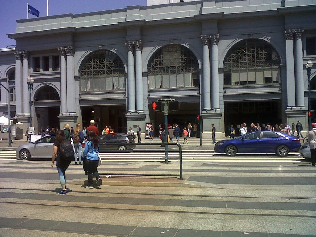 à l'intérieur du Ferry Building il a un fameux marché fermier reconnu en Californie