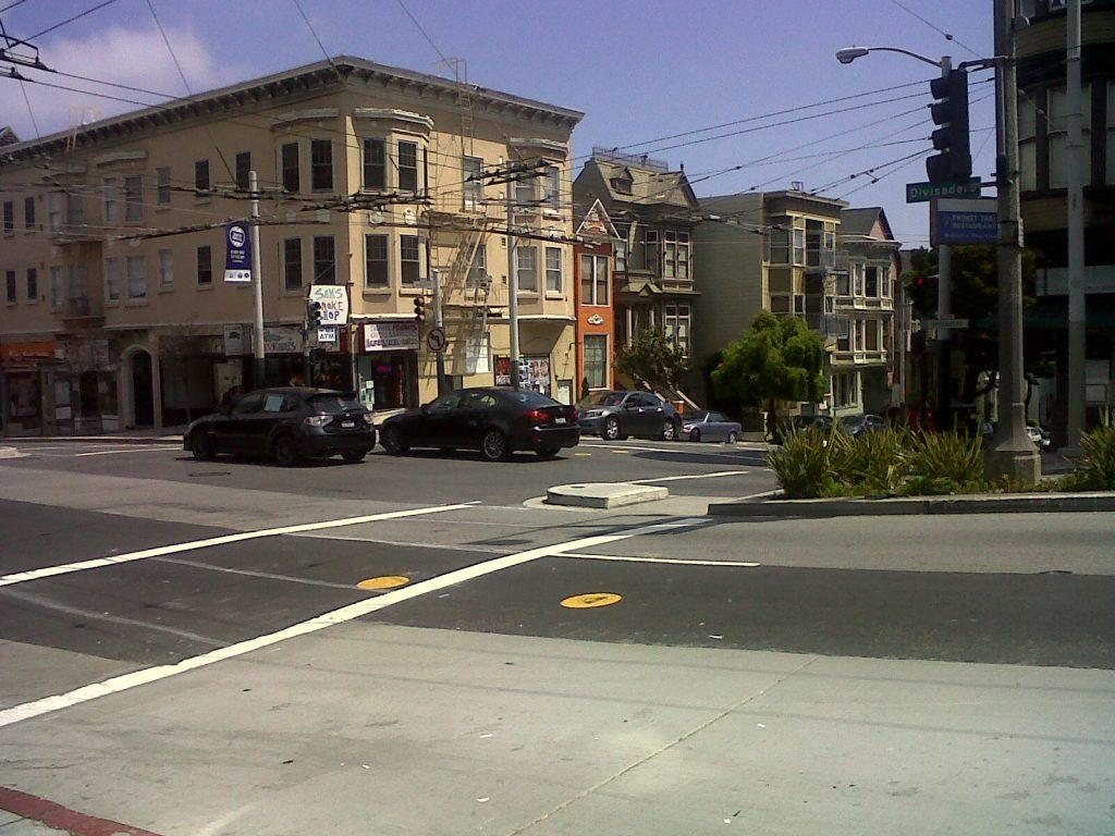 les rues sont si énormes en Californie