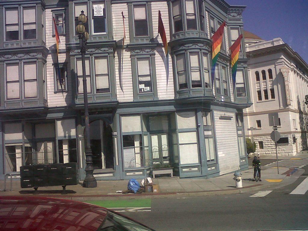 ici les facades colorées dans le quartier de Castro à San Francisco