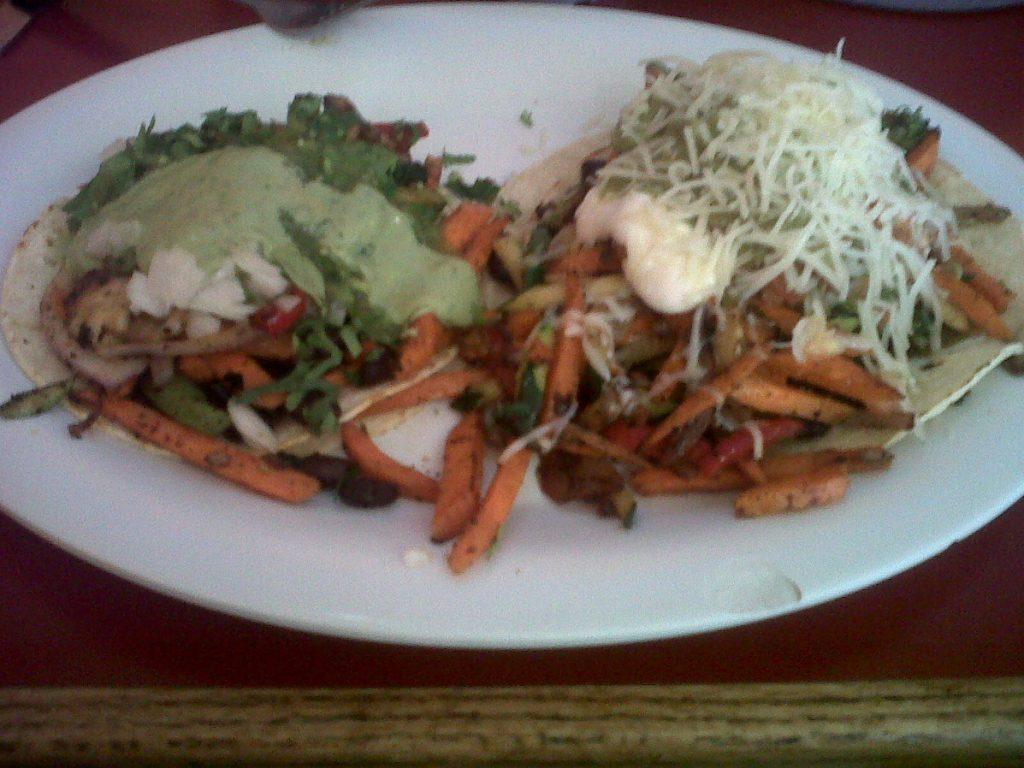 dégustation d'un tacos geggie à San Francisco