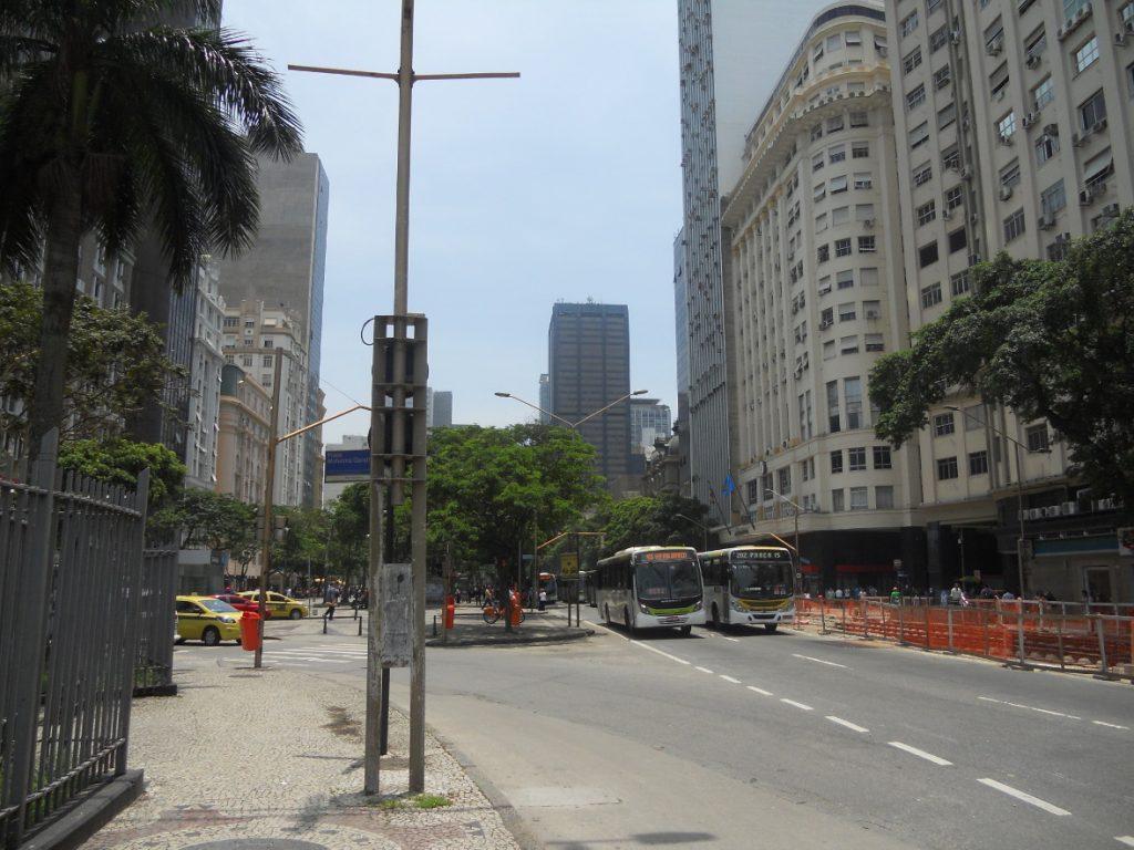 la vie autour du métro à Rio