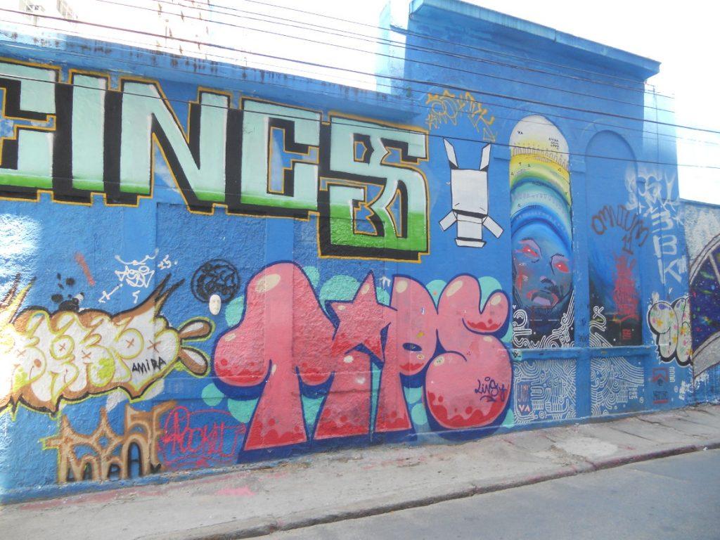 on peut trouver su street art à Rio notamment plus bas avant l'escalier Selaron