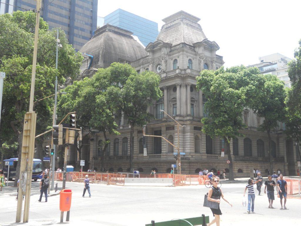 on trouve notamment les musées des beaux arts à Rio