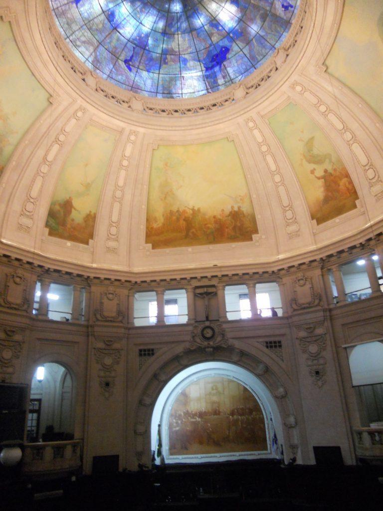 l intérieur du Palais Tiradentes est intéréssant à visiter