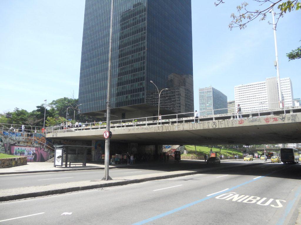 rues du quartier de Rio sont grandes