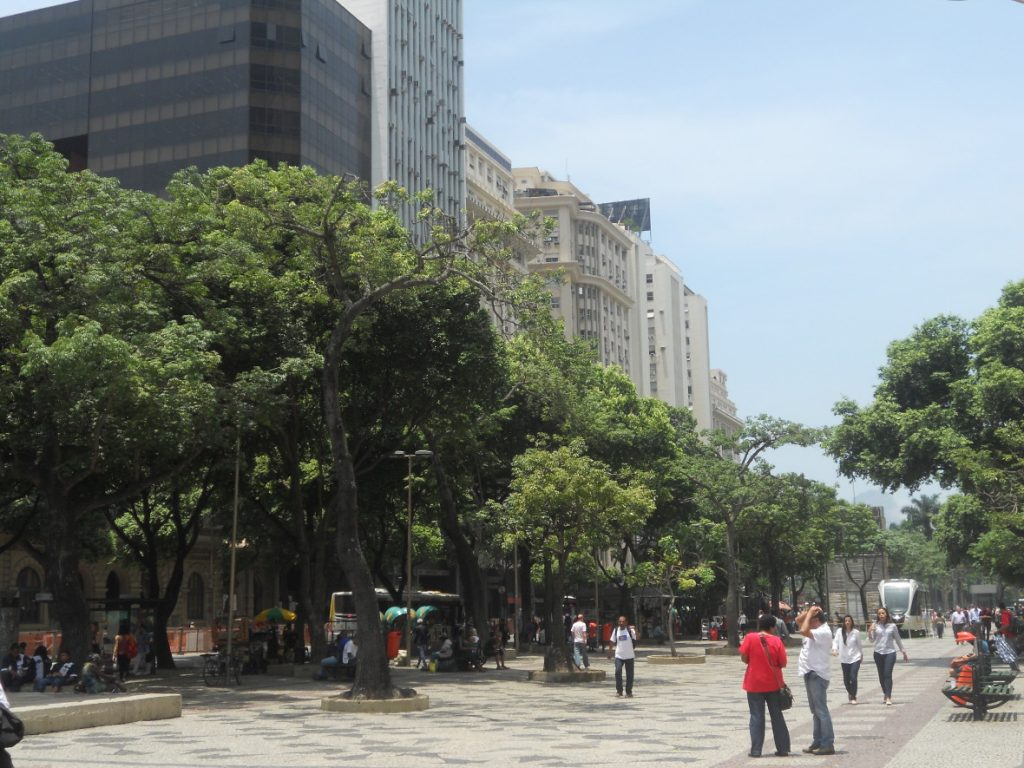 ici les rues autour de la station de métro cinelandia