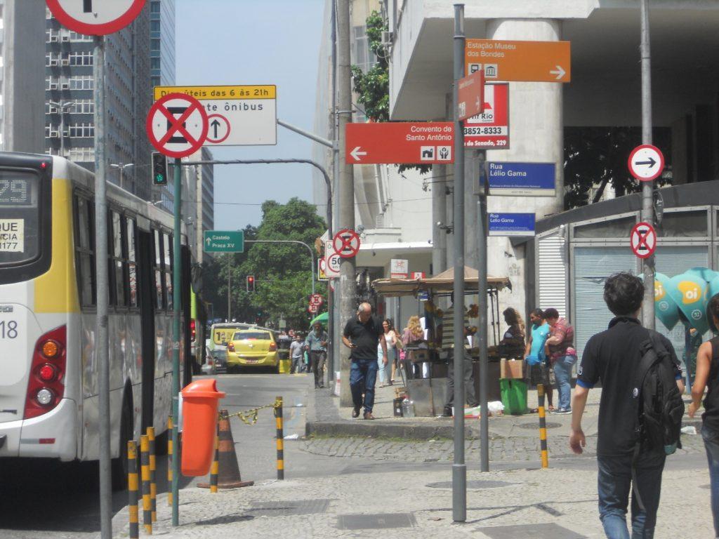 les rues animées de Rio un après midi