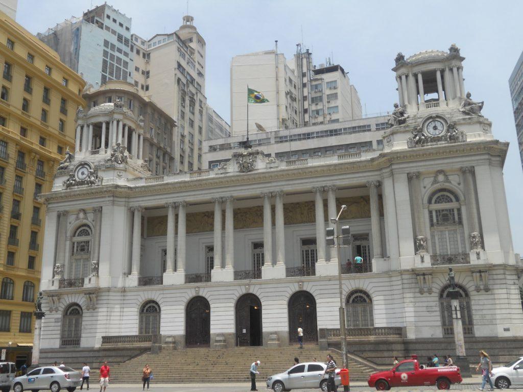 on trouve beacoup de bâtiments anciens près du métro cinelandia à Rio