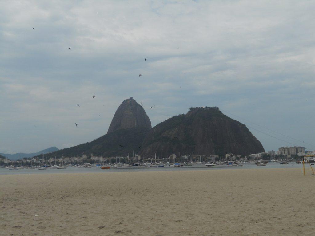 ici la plage de Botafogo