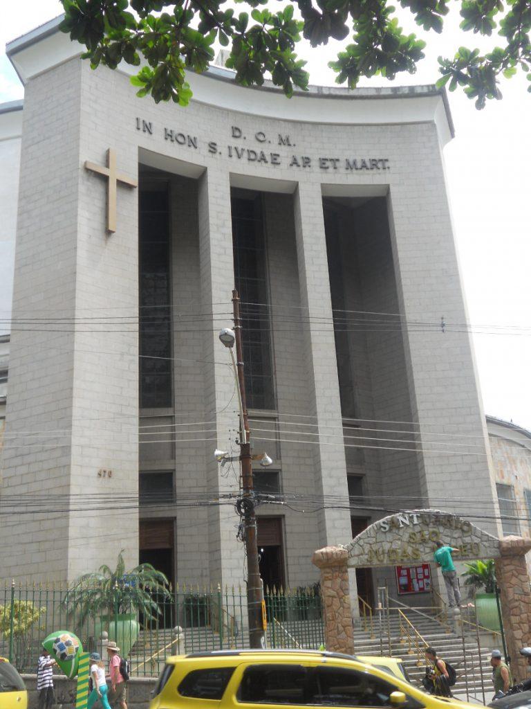 c est une église moderne à Rio