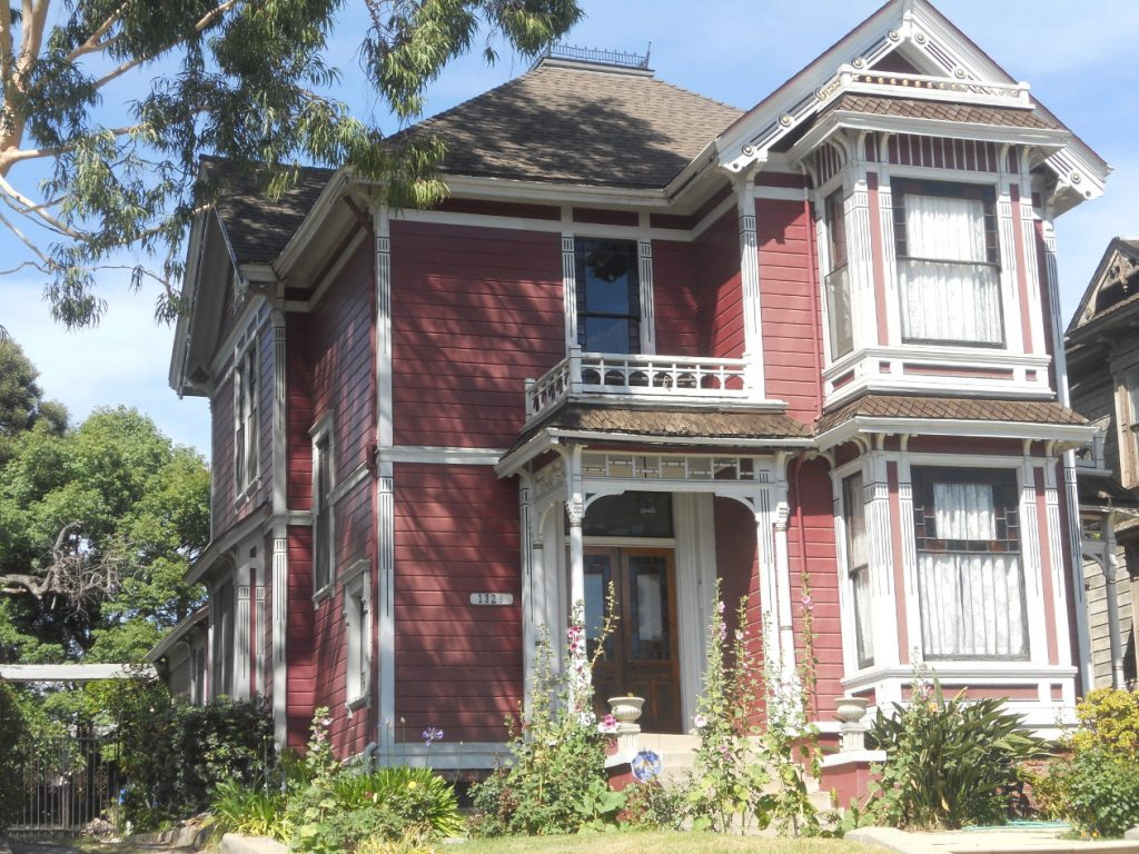 la maison des soeurs Haliwell se trouvent à Los Angeles et non à San Francisco