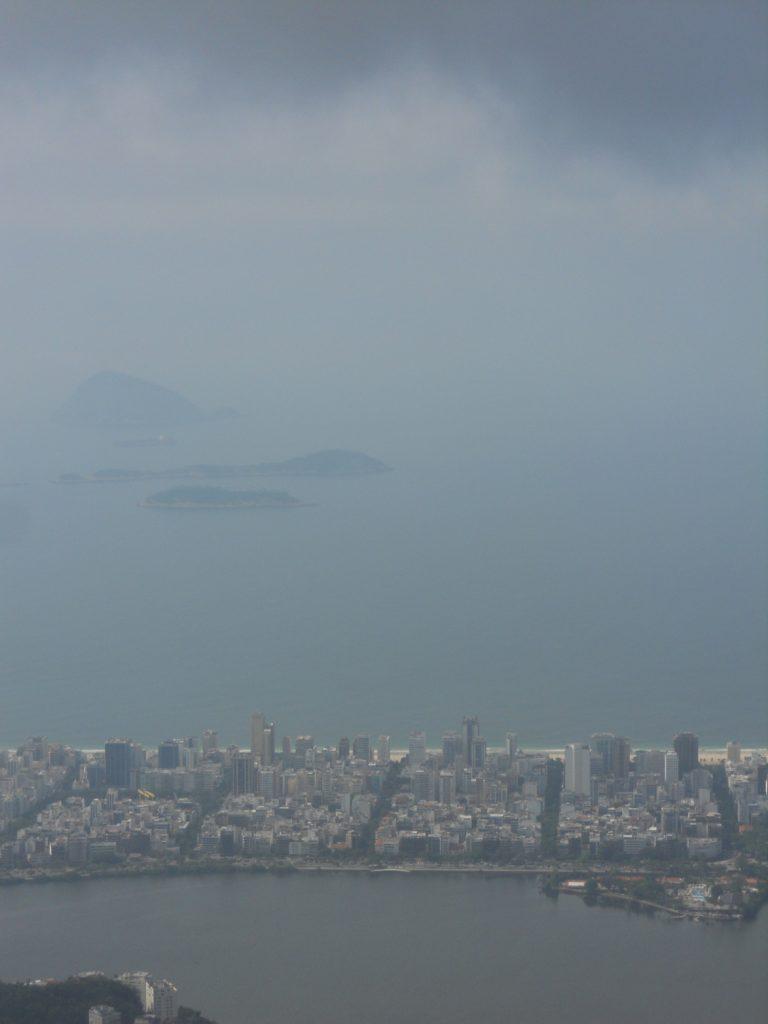 on peut même voir la plage d'ipanema
