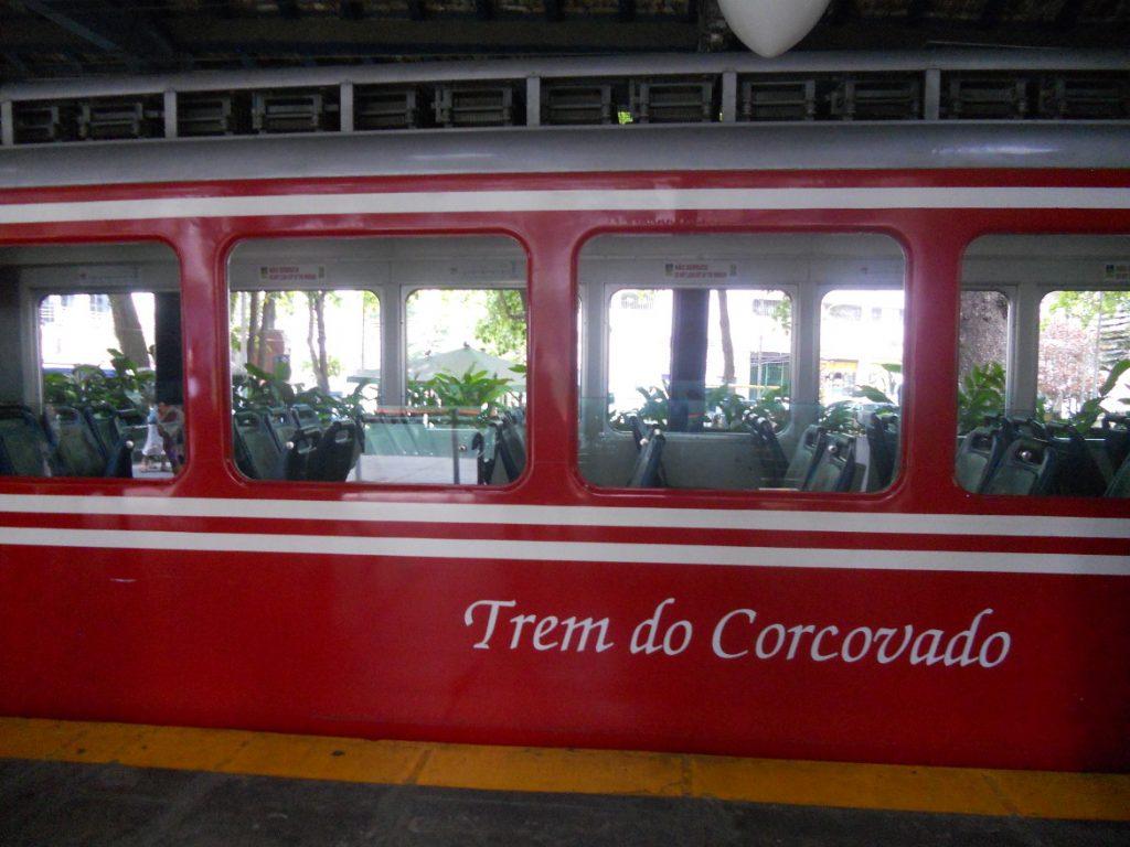 nous prenons le train pour voir le christ redempteur