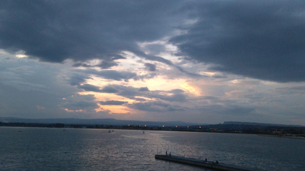 beau coucher se soleil en Sicile