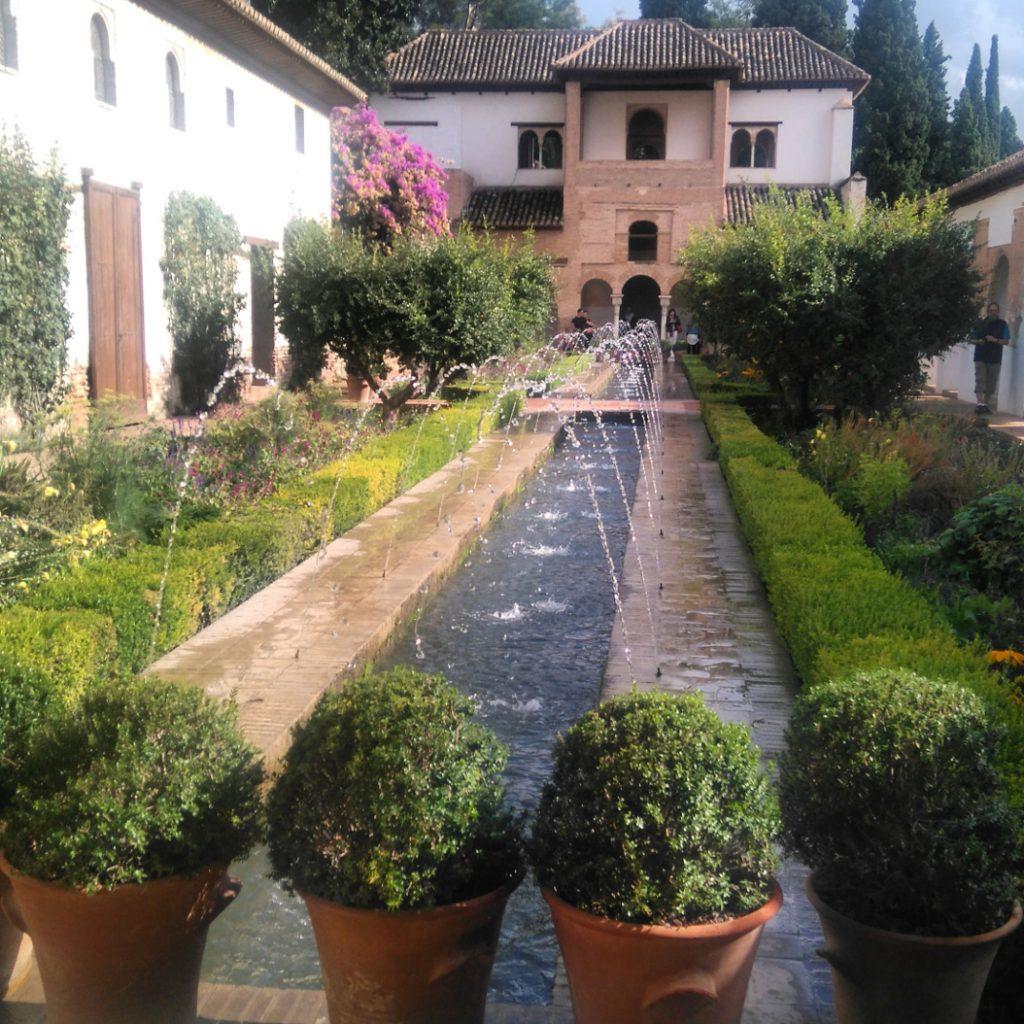 les jardins de l'alhambra sont superbes