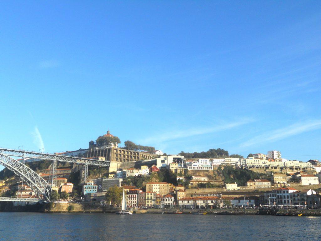 le soir à Porto est magique le long du Douro