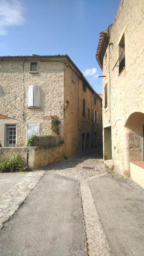 ruelles d'un village de l'Aude