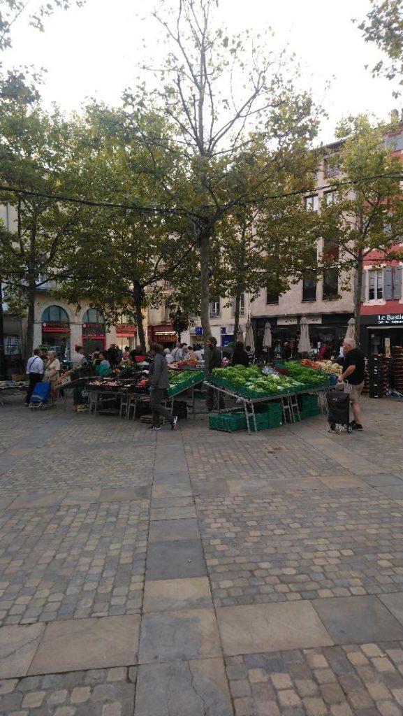 visiter Carcassonne en 2 jours: les incontournables comme le marché le samedi