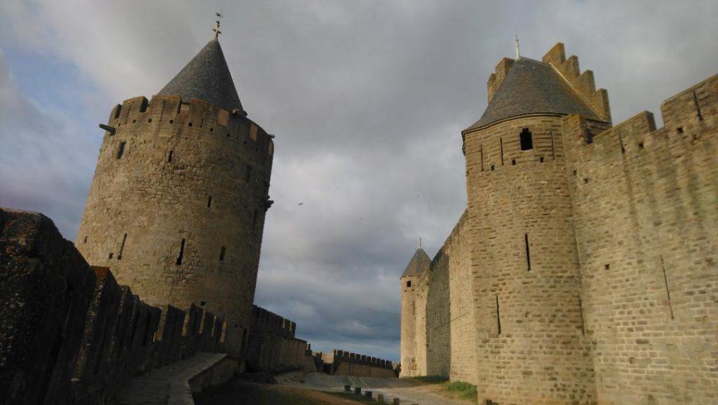 visiter Carcassonne en 2 jours: les remparts sont un incontournable à voir lors de votre weekend