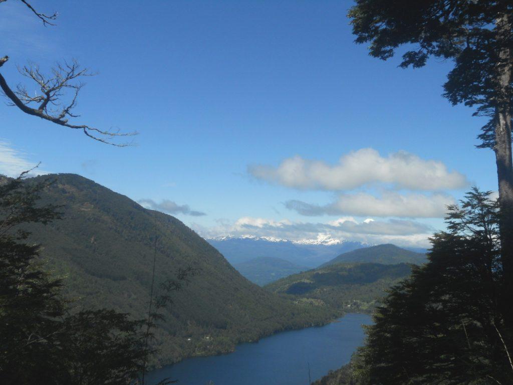 vue magnifique du lac dans le parc national Herquehue