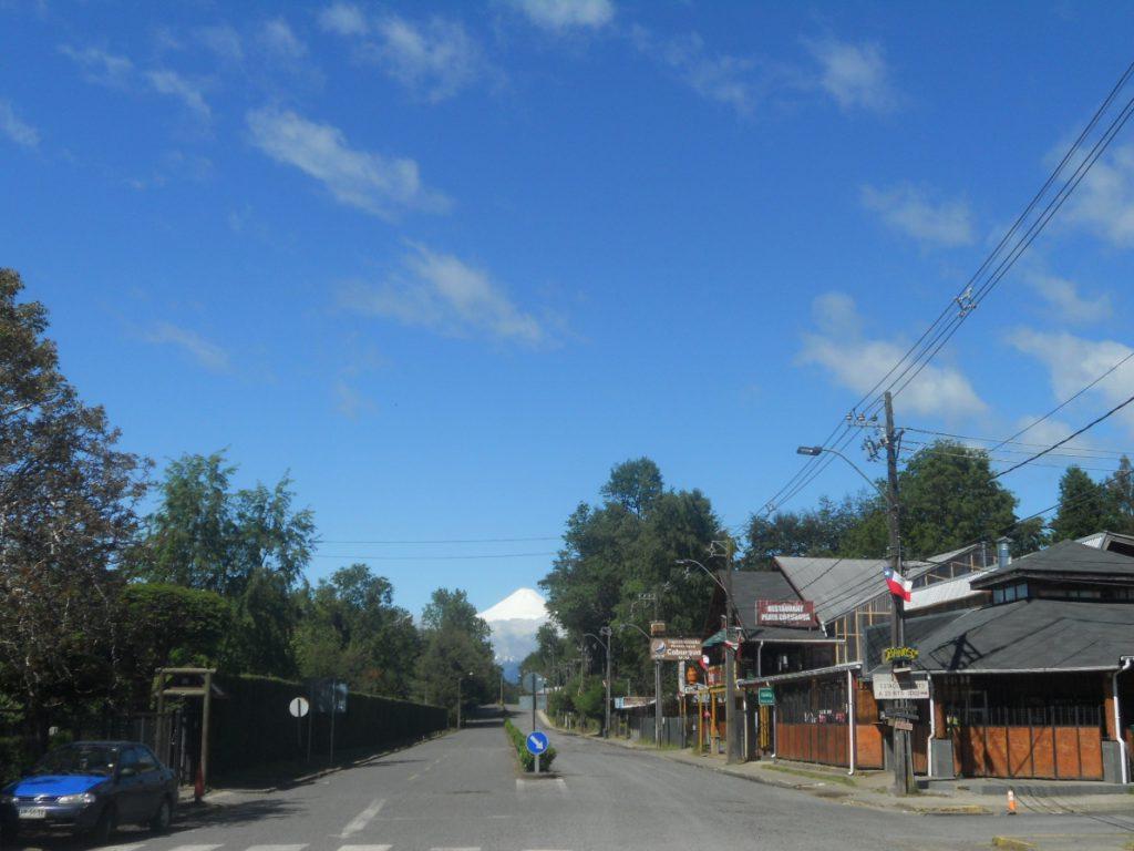 monts enneigés visible dans la rue de Caburgua