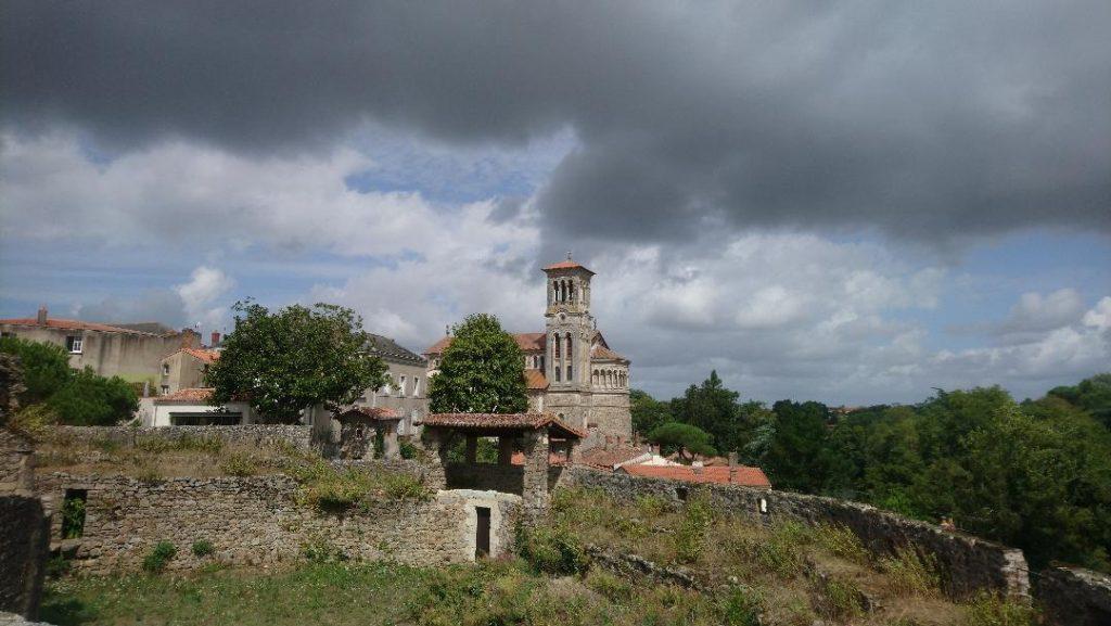 vue sur Clisson depuis la château médiévale