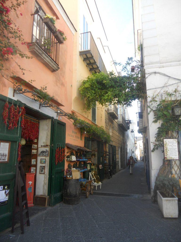 balade dans les rues de la ville de Fioro