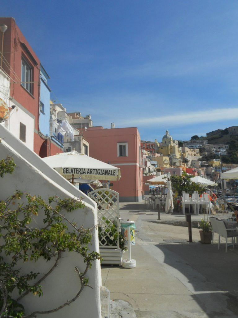 couleurs de l'île de Procida dans le Golfe de Naples