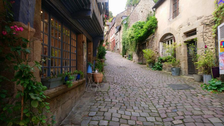 visiter Dinan jolie cité médiévale de Bretagne est à visiter