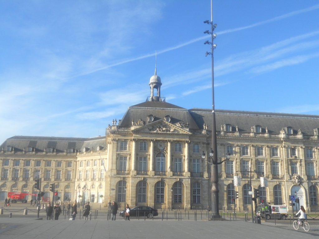 Place de la Bourse à Bordeaux incontournable lors d'un long weekend